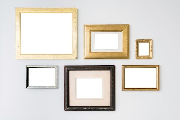 Lege lege frames op wit oppervlak.