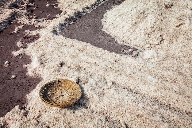 Lege mand bij zoutmijn