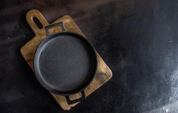 Lege metalen pan