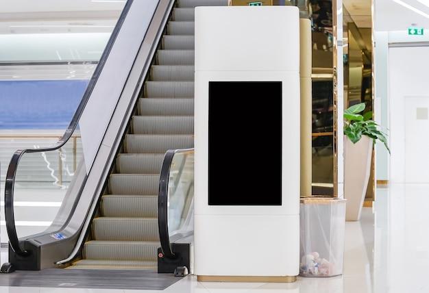 Lege mock up van verticale poster reclamebord teken