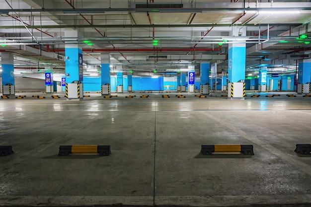 Lege ondergrondse parkeergarage