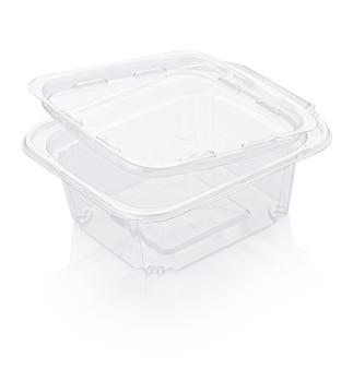 Lege open doorzichtige plastic voedselcontainer geïsoleerd op wit met uitknippad