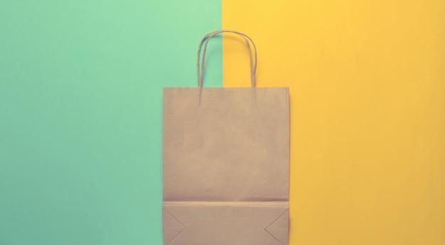 Lege papieren boodschappentas
