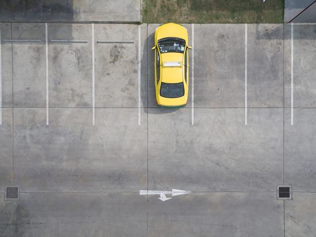 Lege parkeerterreinen, luchtmening.