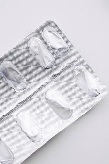 Lege pillen die gezondheidszorg en geneeskundeconcept verpakken