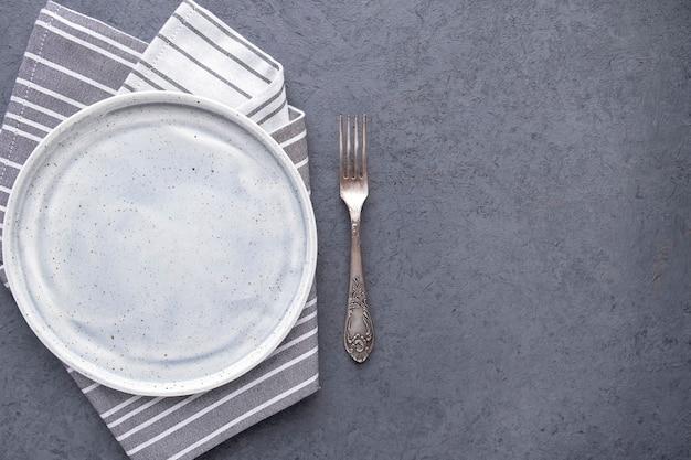Lege plaat met vork bovenaanzicht kopieer de ruimte