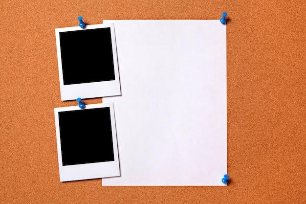 Lege polaroid fotoprints en normaal papier poster