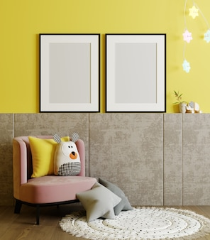 Lege posterframes bespotten op gele muur in kinderkamer interieur achtergrond met fauteuil, zacht speelgoed, 3d-rendering