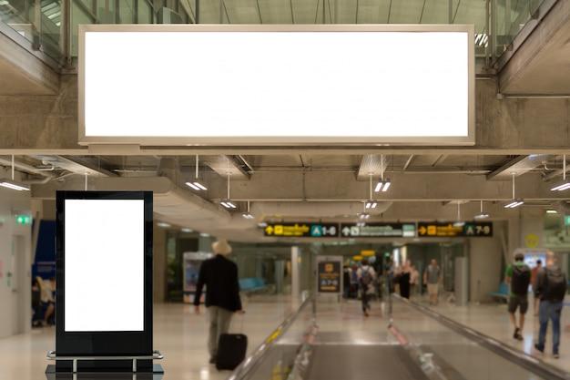 Lege reclameborden op de luchthaven