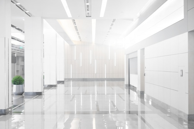 Lege ruimte (lege muur in een lichte kamer)