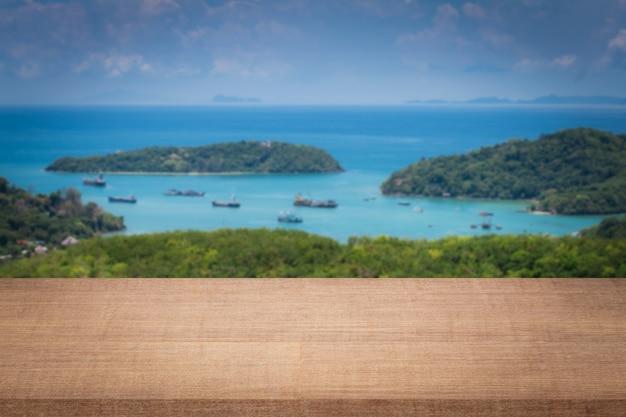 Lege splatplanken op eiland