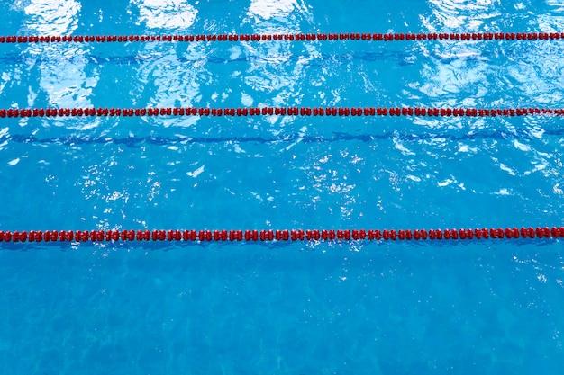 Lege sporen van een sport zwembad