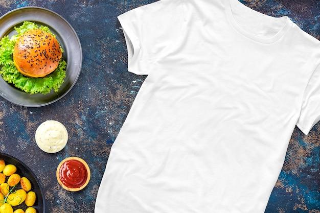 Lege t-shirt met voedsel