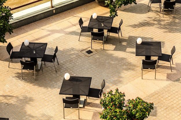 Lege tafel in restaurant