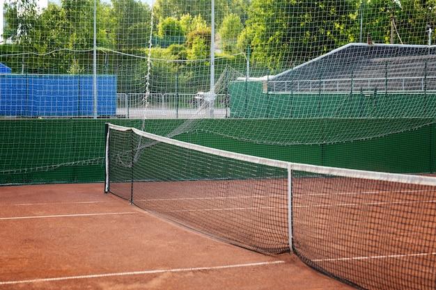 Lege tennisbaan. activiteit en gezondheid. detailopname.