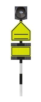 Lege verkeersbord en led-licht geïsoleerd op een witte achtergrond met uitknippad