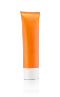 Lege verpakking cosmetische zonnebrandcrème buis geïsoleerd