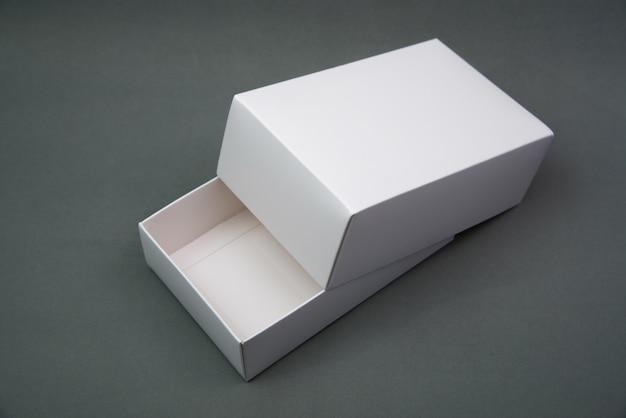Lege verpakking witte kartonnen doos of dienblad
