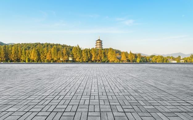 Lege vloer en hangzhou west lake natuurlijke landschap