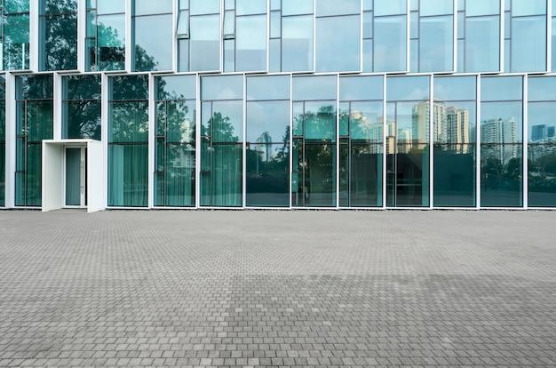 Lege vloeren en moderne stedelijke gebouwen in shenzhen, china