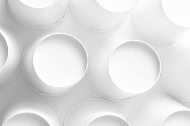 Lege witboek cups achtergrond op witte achtergrond. nul afval. bovenaanzicht,