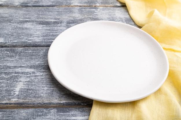 Lege witte ceramische plaat