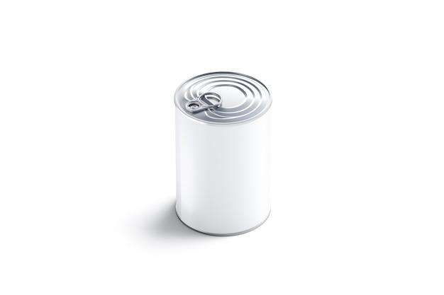 Lege witte grote conservenblik met deksel, geïsoleerd, 3d-rendering. lege rieten doos met vlees, zijaanzicht. heldere gecondenseerde melk of soepcontainer met opener