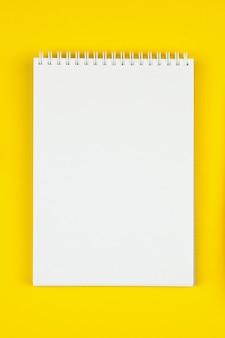 Lege witte notebook bovenaanzicht