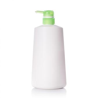Lege witte plastic pompfles die wordt gebruikt voor shampoo of zeep.