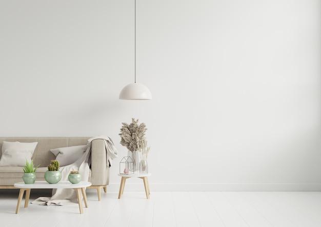 Lege woonkamer met bruine kleurenbank / sierglazen kruik en lijst op lege witte muur