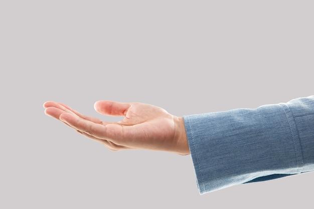 Lege zakenvrouw hand houden geïsoleerd op grijs