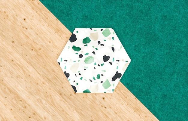 Lege zeshoekige plaat voor productvertoning met terrazzo en houtstructuur, bovenaanzicht