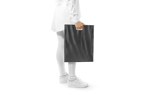 Lege zwarte plastic zak met hand