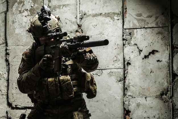 Leger ranger in veld uniformen