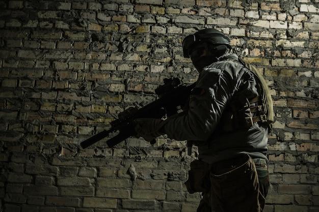 Leger soldaat met wapens