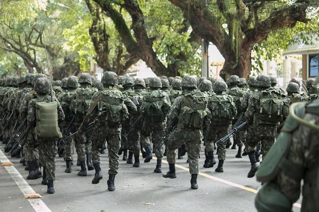 Legersoldaten tijdens de parade op 7 september in brazilië.