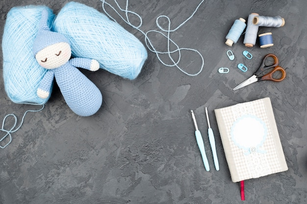Leiachtergrond met blauwe wol