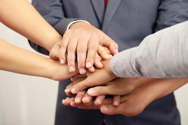Leidinggevenden stimuleren alle medewerkers om te werken.