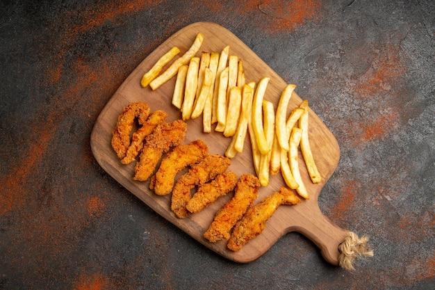 Lekker diner met krokant gebakken kip en aardappelen
