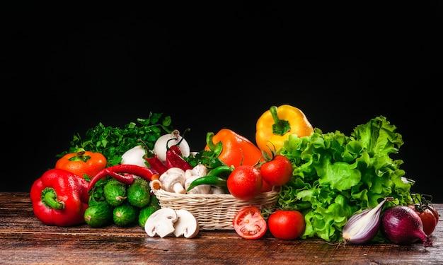 Lekker en gezond voedsel groenten en fruit Premium Foto