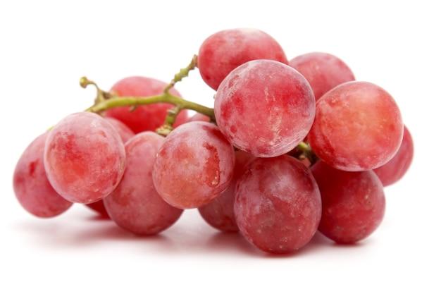 Lekker gezond vitaminevoedsel. tros druiven op witte achtergrond