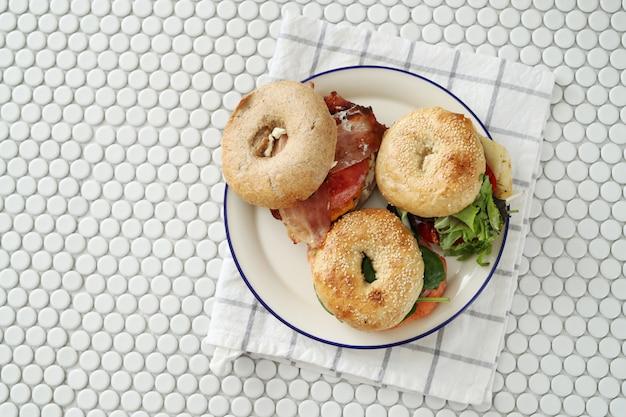 Lekkere bagelsandwich met spek