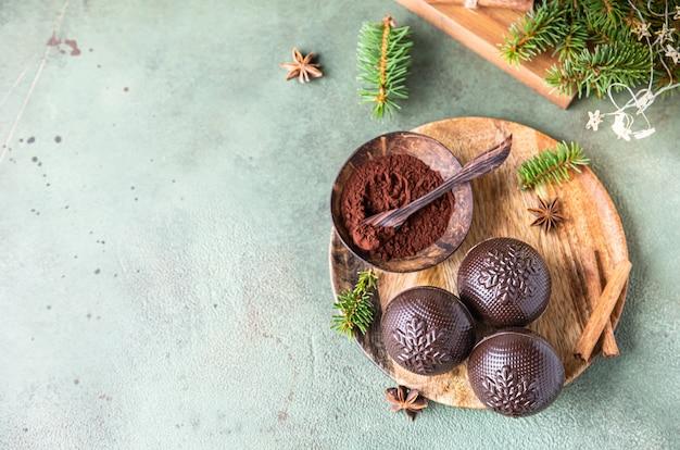 Lekkere cacaobommen met marshmallow en chocolade trendy winterse warme drank