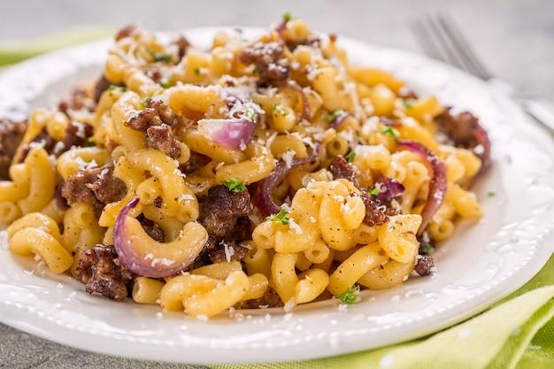 Lekkere cellentani pasta met vleessaus