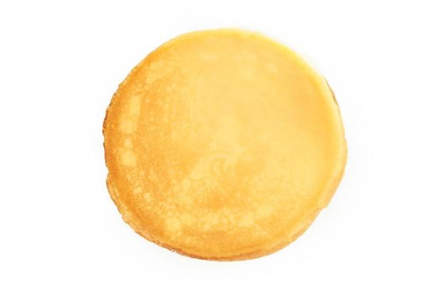 Lekkere dunne pannenkoek geïsoleerd op een witte achtergrond