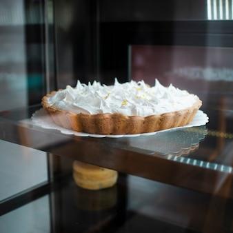 Lekkere gebakken taart met slagroom