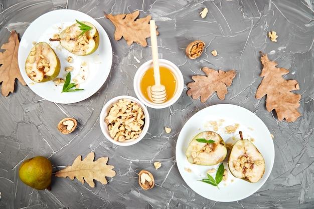 Lekkere geroosterde peren met honing en walnoten