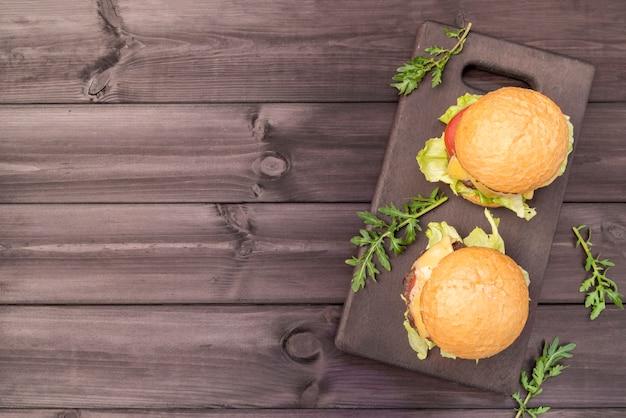Lekkere hamburgers met kopie ruimte