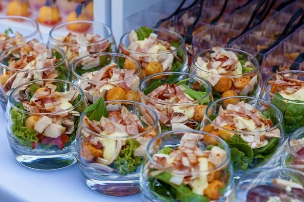 Lekkere hapjes voor evenementen en feesten, catering food Premium Foto