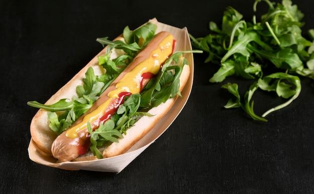 Lekkere hotdog met groenten